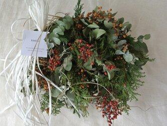 ノイバラの実とヤイトバナのwinter wreathの画像
