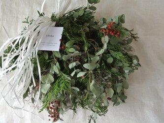 芒とノイバラの実のwinter wreathの画像