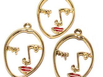 フェイスチャーム ゴールド 4個【赤い唇 顔 リップ ピアスパーツ イヤリング素材】の画像