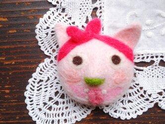 ワル猫ブローチ【ピンクのバンダナのネコ】の画像