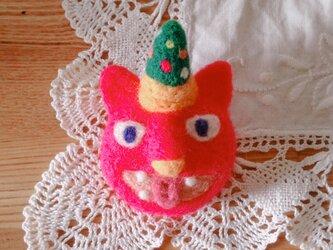 ワル猫ブローチ【三角帽子のパーティー野郎】の画像