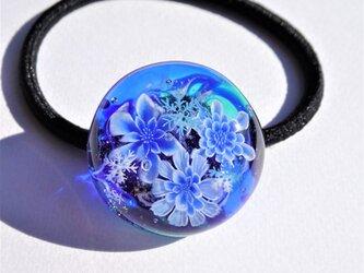 《氷華》 ヘアゴム ガラス とんぼ玉 花 雪の結晶の画像