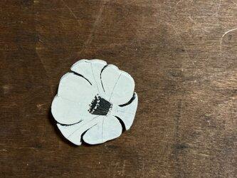 焦がし絵ブローチ 椿(白)の画像