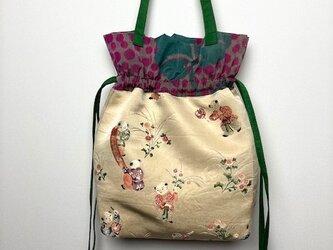 【着物・帯リメイク】巾着トートバッグ/クリーム地に童子の刺繍・銘仙の画像