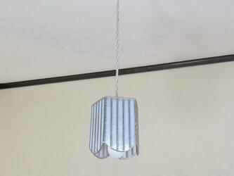 ホワイトのストライプ・ペンタゴン(ステンドグラスペンダントライト)吊り下げ照明・ガラス  Mサイズの画像