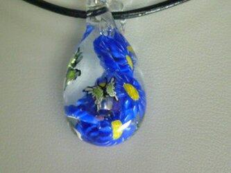 螺旋の花、蝶二匹 (ガラス、花、蝶、ペンダント)の画像