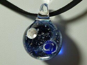 惑星、地球と月(ガラス、星、ペンダント)の画像