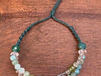 ターコイズ、アマゾナイト、グリーンカラー天然石 2連にみえるブレスレットの画像