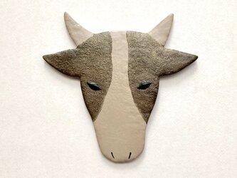 牛のブローチ (角あり) 漆皮の画像