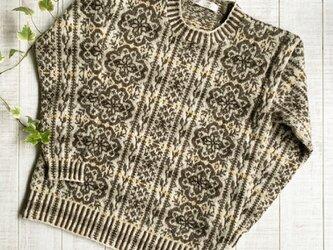 フェアアイル 茶系縦模様のセーターの画像