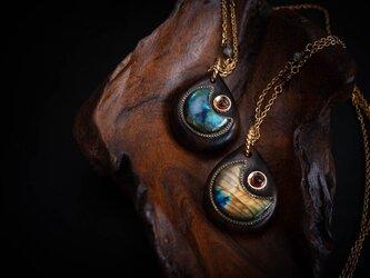 【ネックレス】月の海 星の終わり/ラブラドライト×ジリコテの画像