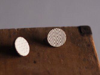 革製丸型ピアス(チタン製金具)径16.5mmの画像