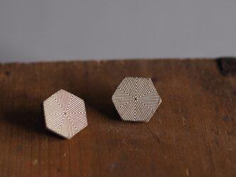 革製六角形型ピアス(チタン製金具)20x22mmの画像