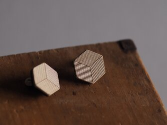革製六角形型ピアス(チタン製金具)22x20mmの画像