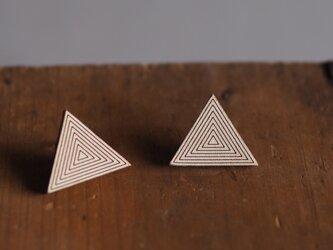 革製三角形型ピアス(チタン製金具)21x26mmの画像