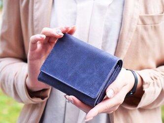 オールレザーで仕上げたシンプルで上質な二つ折り財布 【ネイビー】名入れできますの画像