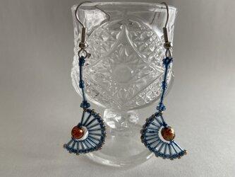 藍ビーズとベネチアンガラスのピアスの画像