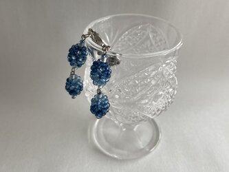 藍ビーズのイヤリング(ピアスに変更可能)の画像