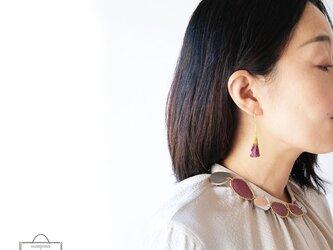 きらめき上品な衿元に 麻のブローチ〈 NeckStone 〉葡萄の画像