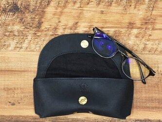 メガネケース しっとりとした質感 シャープなフォルム 牛革 本革 ギフト 名入れ可 【ブラック】HAK046の画像