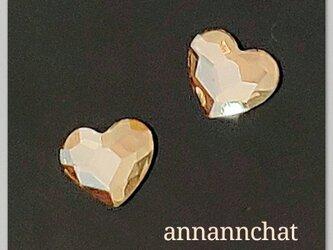 【スワロフスキー classy heart 6mm ゴールデンシャドウ ハートの 小さいピアス】ヌーディカラーの画像