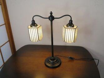 天秤型のホワイトランプ(ステンドグラスランプ)ガラス照明の画像