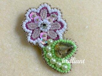 ビーズ刺繍  小花のブローチ ホワイトローズの画像