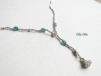 ナチュラルブルージルコニア×カレンシルバーのネックレスの画像