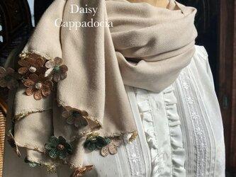 刺繍のお花つき パシュミナストール「デイジー」ベージュ&ブラウンの画像
