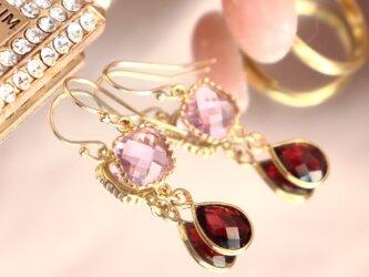 ガーネット ドロップベゼル~Garnet&Pink Glass Earringsの画像
