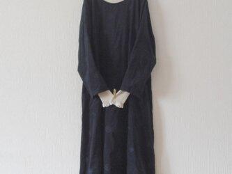 木綿のワンピース 濃紺刺繍の画像