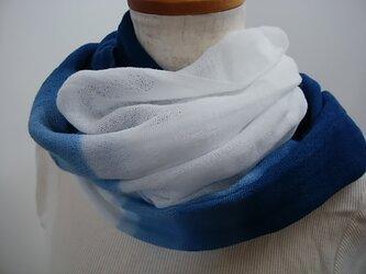 やわらか綿の藍染めストール(段ぼかし染)の画像
