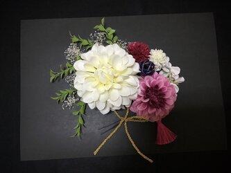 成人式/結婚式 ホワイトダリアとかすみ草の髪飾りの画像