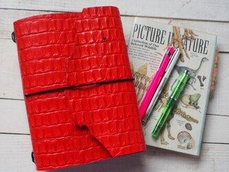 本革 型押し朱赤 A5サイズトラベラーズタイプ 切り口は自然なもの 手帳カバーの画像