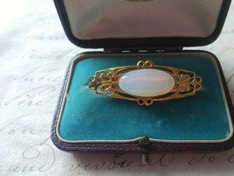 ヴィンテージ White-Opal(18×9㎜)エレガントブローチ(縦、横 両用)の画像