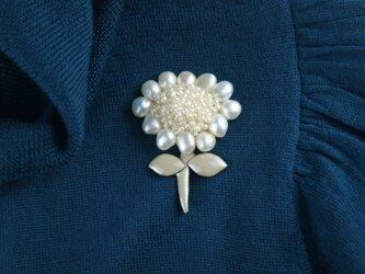 贅沢感と遊び心の真珠のお花の画像