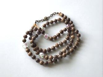 ウッドビーズと花柄ビーズのネックレス /約67.5cm, ガラスビーズの画像