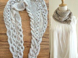 68.2種類の糸で編んだ、スヌードになるなわ編みショール〈ベージュ〉の画像