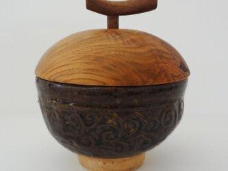 唐草紋 黒釉・蓋物の画像