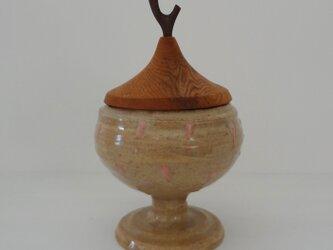 イッチン 白釉 馬上杯・蓋物の画像
