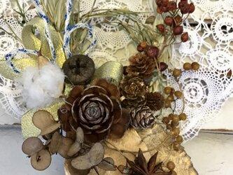 ナチュラル豪華花材たっぷりしめ縄リースの画像
