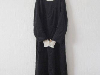 木綿のワンピース 黒刺繍の画像