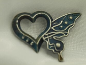 ハートと蝶のモチーフ ペンダントトップ 高級希少金属コバルト製の画像