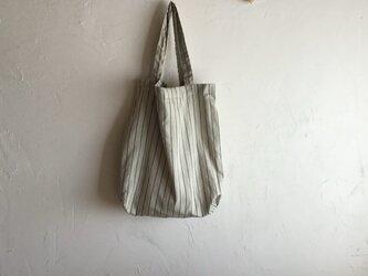 草木染め 小さくたためるバッグ 若草色 大の画像