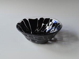 墨文様のガラス碗の画像