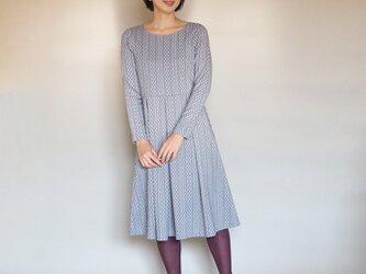 【XS-LL受注制作】アーミッシュ風シンプルワンピース◇アラン編み模様(グレー)の画像