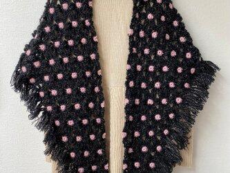 *マーガレットモチーフの三角ストール* 黒×ピンクの画像