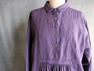 草木染5つボタンワンピース:紫の画像