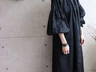 relaxingリネン100%ボリューム袖ワンピース ブラックの画像