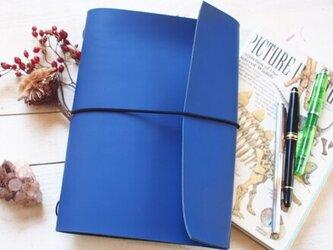 本革 艶なしロイヤルブルーA5手帳カバー 切り口直線 ジブン・モレ・トラベラーズの画像